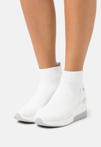 XTI - High-top trainers - white - 0