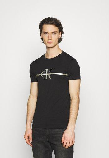 SEASONAL MONOGRAM TEE UNISEX - T-shirt med print - black