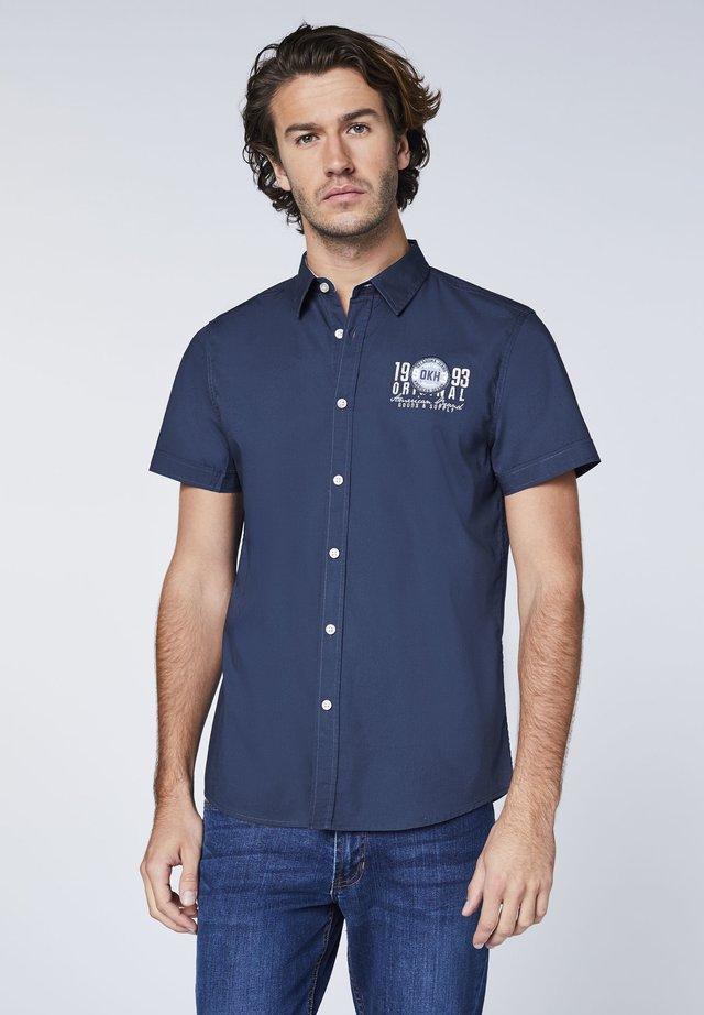 MIT KLEINEM FRONTPRINT - Shirt - dark blue