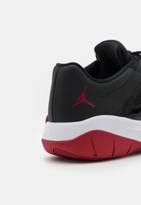 Jordan - AIR JORDAN 11 CMFT - Sneakers basse - black/white/gym red - 5