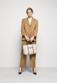 MICHAEL Michael Kors - BECK TOTE - Handbag - vanilla - 0