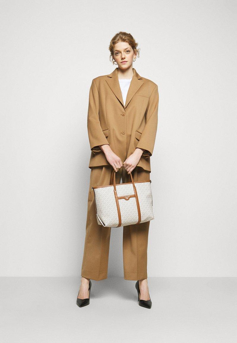 MICHAEL Michael Kors - BECK TOTE - Handbag - vanilla
