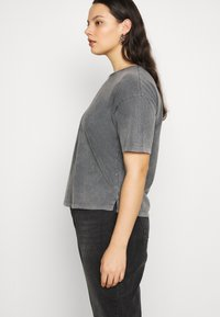 Vero Moda Curve - VMFOREVER OVERSIZED - T-shirts med print - black - 3
