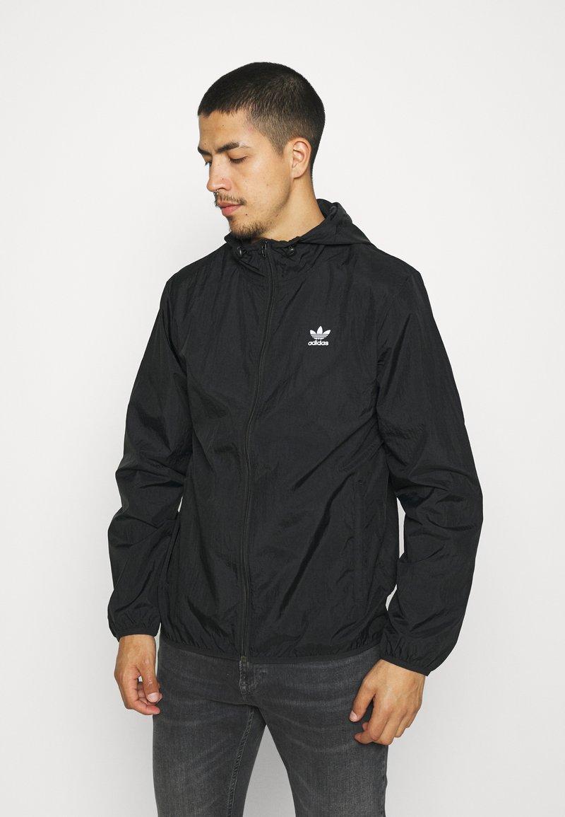 adidas Originals - ESSENTIAL ADICOLOR SLIM - Tunn jacka - black