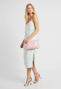 Dorothy Perkins - POUCH COMP - Clutch - blush - 1