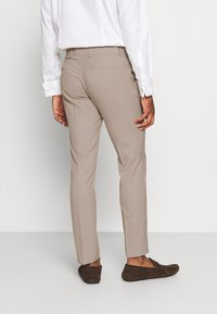 Isaac Dewhirst - THE FASHION SUIT SET - Completo - beige - 5