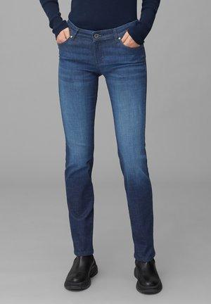 MIT MITTLERER BUNDHÖHE - Slim fit jeans - blue