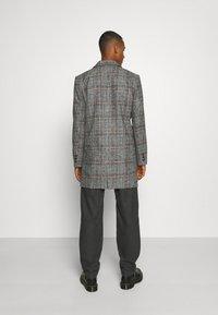 Another Influence - EVERETT CHECK OVERCOAT - Short coat - grey - 2
