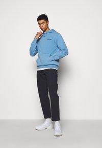 Han Kjøbenhavn - CASUAL HOODIE - Sweatshirt - faded blue - 1