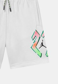 Jordan - SPORT DNA - Sports shorts - white - 2