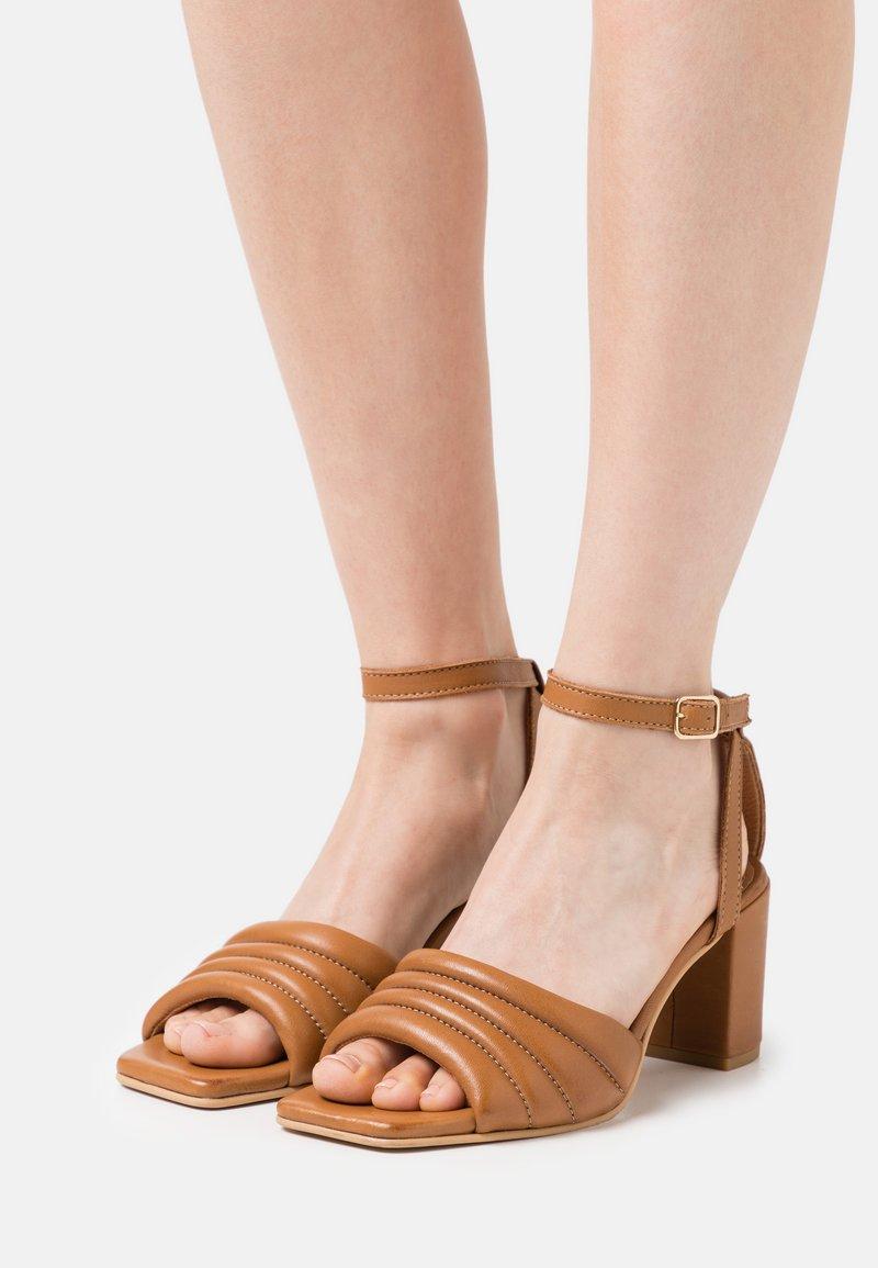Pavement - BERNE - Sandals - tan