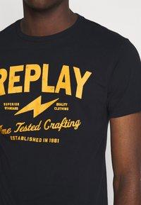 Replay - TEE - T-shirt imprimé - blue - 5