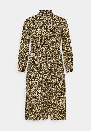 PCLESLIE MIDI SHIRT DRESS  - Vestido camisero - buttercup