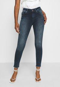 ONLY Petite - ONLBLUSH LIFE MID RAW - Jeans Skinny Fit - blue black denim - 0