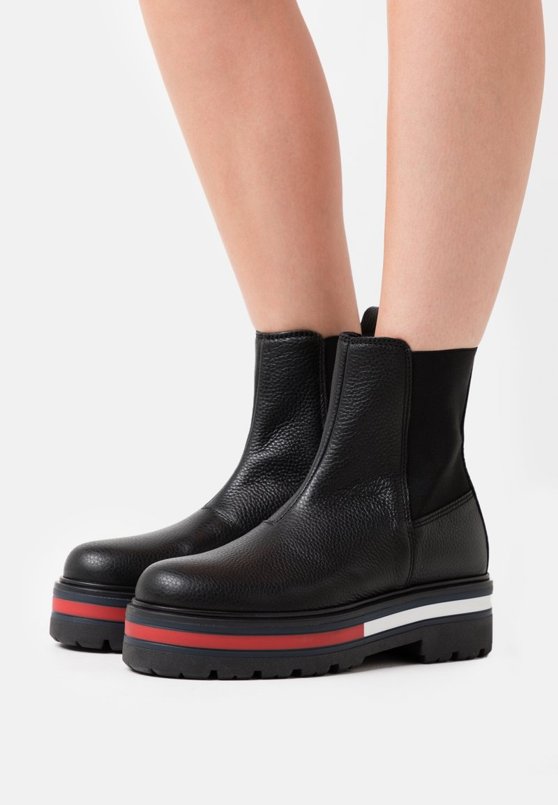 Tommy Jeans - FLAG OUTSOLE CHELSEA - Platform ankle boots - black