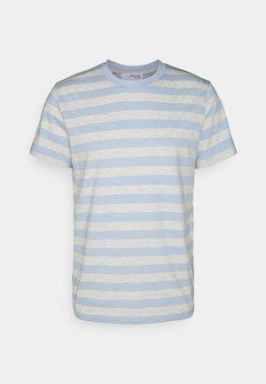 MAXWELL ONECK TEE - Printtipaita - light blue/melange