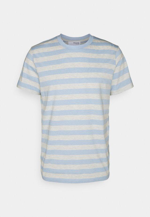 MAXWELL ONECK TEE - T-shirt print - light blue/melange