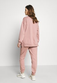 Missguided Maternity - Tracksuit bottoms - rose pink - 2