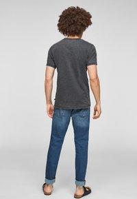 Q/S designed by - ÉTROIT - T-Shirt print - dark grey - 2