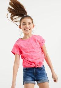 WE Fashion - MET KNOOPDETAIL - Blouse - pink - 1