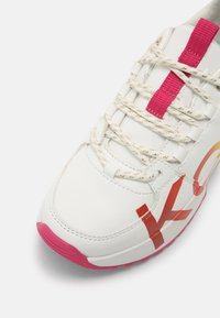 MICHAEL Michael Kors - COSMO MEETU - Sneakers basse - white smooth - 4