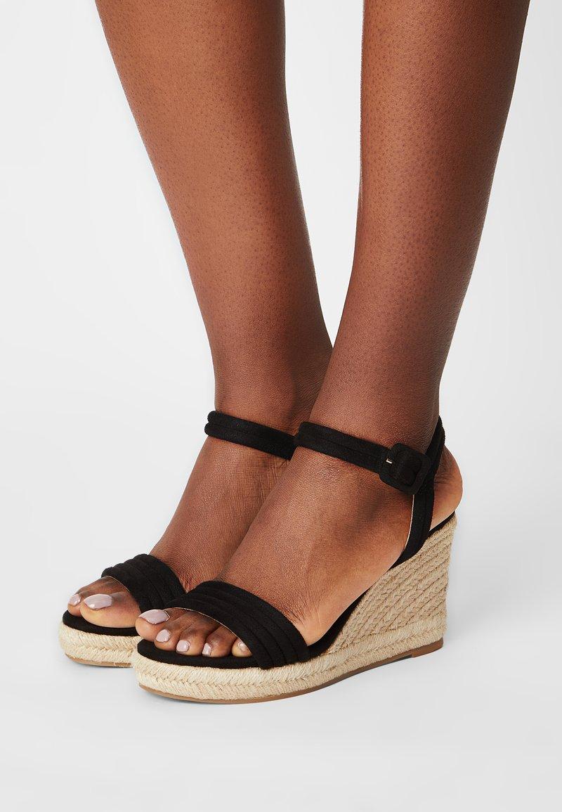 mtng - LOUISA - Sandały na platformie - black