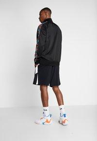 Mitchell & Ness - NBA SAN ANTONIO SPURS TRACK JACKET - Træningsjakker - black - 2