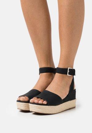LILLIAN - Sandály na platformě - black
