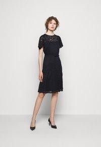Lauren Ralph Lauren - GORDON STRETCH DRESS - Cocktail dress / Party dress - lighthouse navy - 1