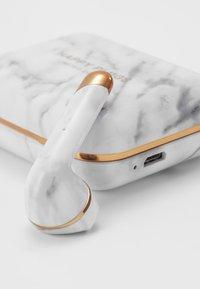 Happy Plugs - AIR 1 TRUE WIRELESS HEADPHONES - Headphones - white - 4