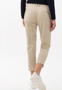 BRAX - STYLE MARA S - Trousers - toffee - 2