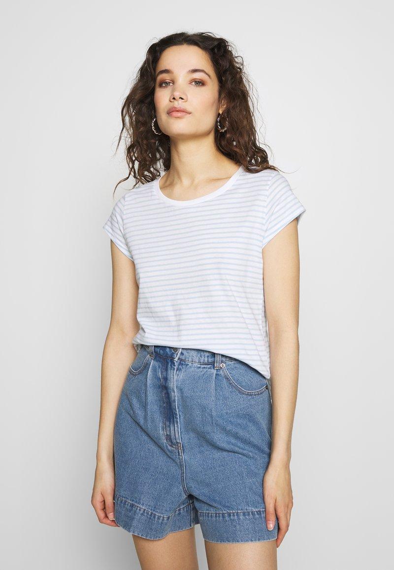 Mads Nørgaard - ORGANIC FAVORITE STRIPE TEASY - Print T-shirt - white/sky blue