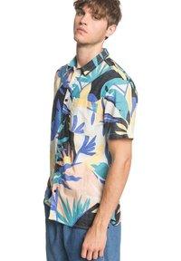 Quiksilver - TROPICAL - Shirt - snow white tropical flo - 3