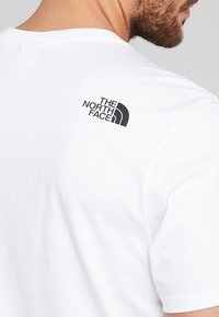 The North Face - MENS SIMPLE DOME TEE - Basic T-shirt - white - 5