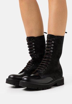 BEVERLEY - Platform boots - black