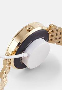 Michael Kors Access - GEN 5E DARCI - Smartwatch - gold-coloured - 3