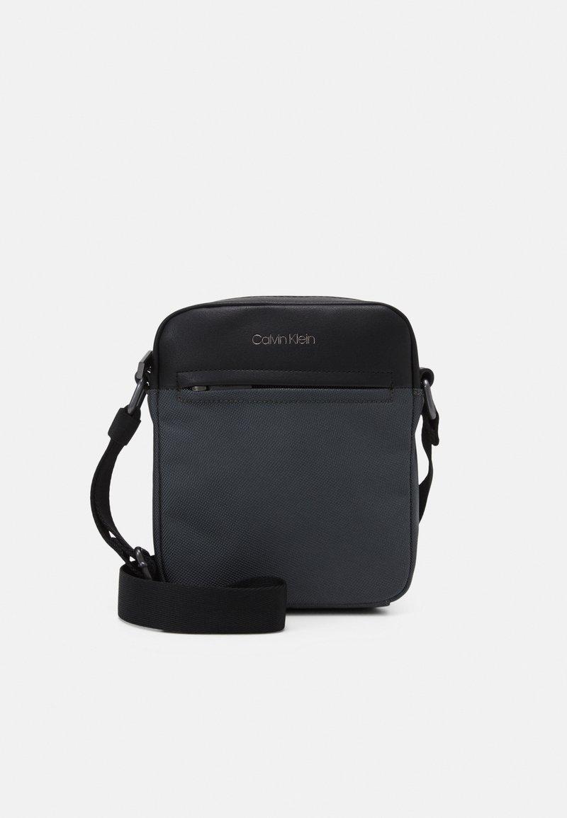 Calvin Klein - REPORTER UNISEX - Across body bag - grey