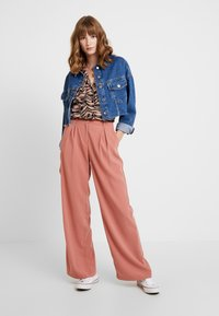 Vero Moda - VMCOCO WIDE PANT - Trousers - brick dust - 2