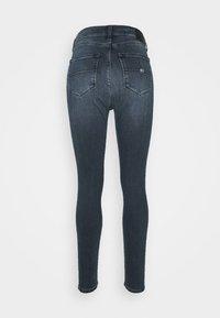 Tommy Jeans - SYLVIA SKNY ABBS - Jeans Skinny Fit - blue-black denim - 6
