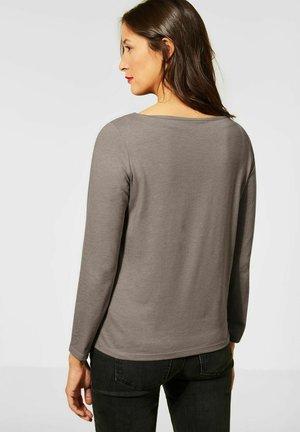 MIT AUSSCHNITT - Long sleeved top - beige
