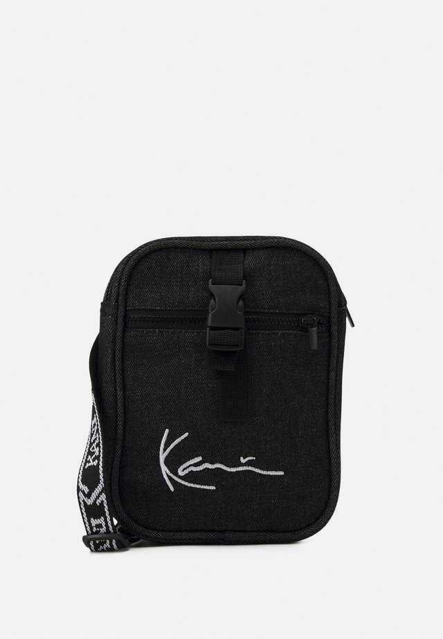 SIGNATURE WASHED TAPE MESSENGER - Sac bandoulière - black