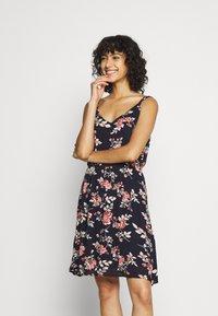 ONLY - ONLKARMEN DRESS - Robe d'été - night sky/rose - 0