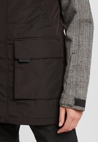 O'Neill - SNOW PARKA - Snowboard jacket - black out - 6