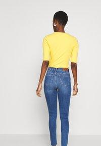 NA-KD Tall - HIGH WAIST RAW - Jeans Skinny Fit - mid blue - 2