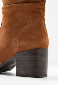 Tamaris - Classic ankle boots - muscat - 2