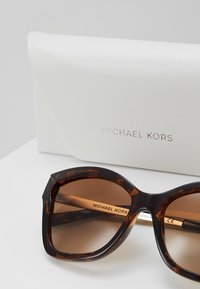 Michael Kors - BARBADOS - Zonnebril - brown - 2