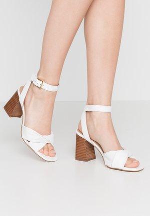 LAEVIA - Sandals - white