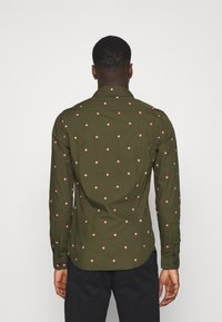 Scotch & Soda - SLIM FIT WITH ALL OVER PRINT - Skjorta - dark green/light pink - 2