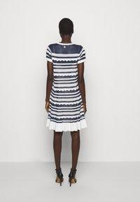 TWINSET - ABITO TRASPARENZE E BALZE - Jumper dress - neve/nero - 2