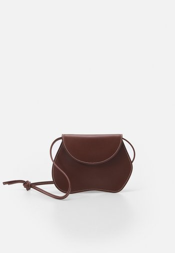 PEBBLE MICRO BAG - Håndveske - chestnut
